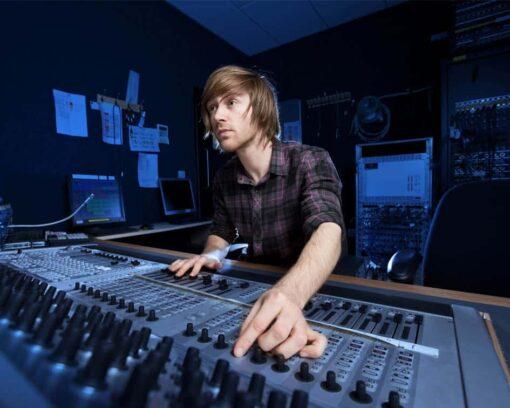 Estudiar el Mäster en Postproducción de Sonido te capacitará