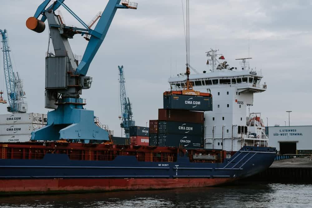 Descubre los beneficios y ventajas de importar y exportar