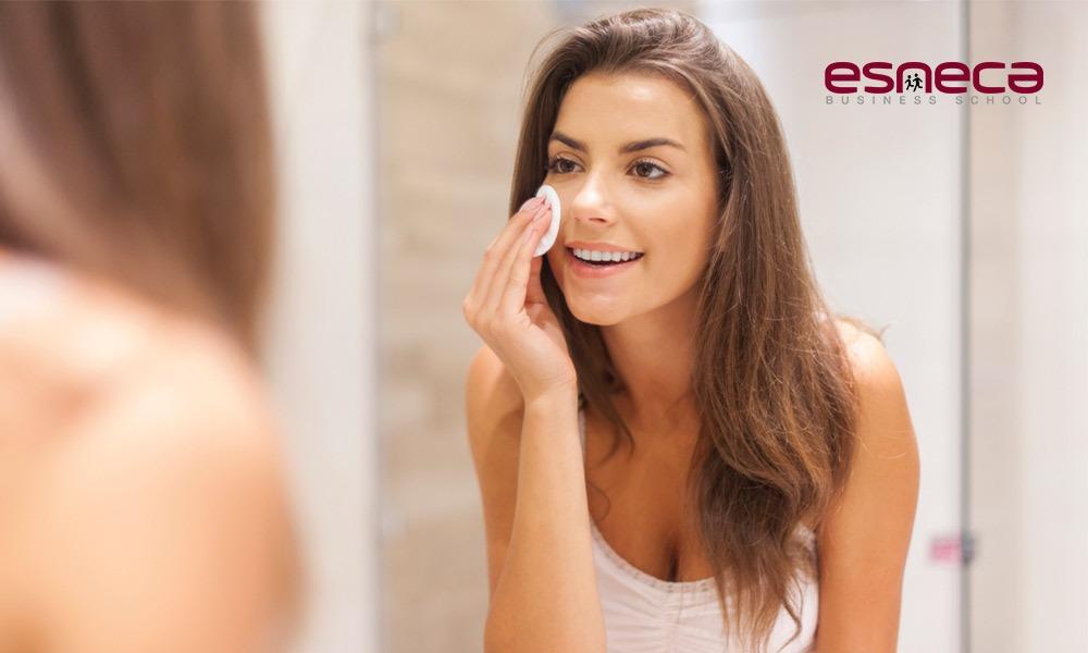 Cómo cuidar la piel grasa y evitar los brillos
