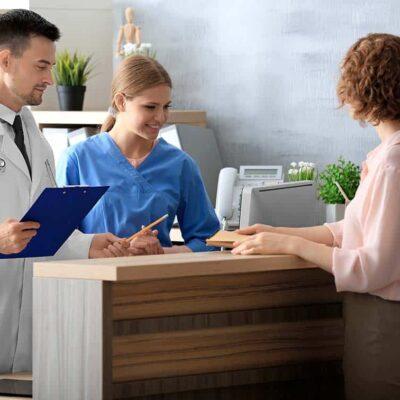 recepcionista en clínicas dentales