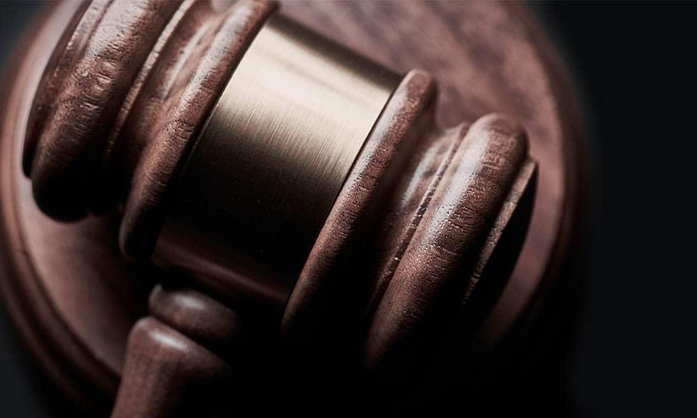 ¿Cómo se clasifican los tipos de delitos en el Código Penal español?