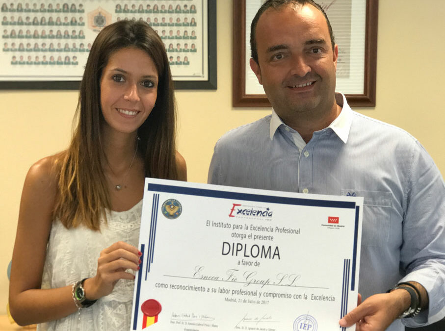 """Esneca galardonada con la """"Estrella de Oro"""" del Instituto para la Excelencia Profesional"""